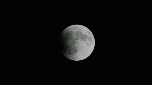 LunarEclipseBegins