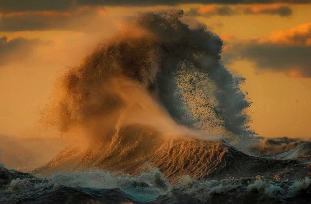 great-lake-wave-3